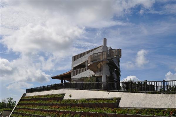 「エメラルドの海を見る展望台」からは竹富島や西表島が一望