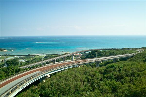 南部屈指の絶景ドライビングコース、ニライ橋カナイ橋