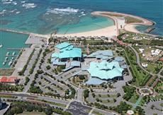 沖縄コンベンションセンター周辺。公共建築百選にも選ばれた外観