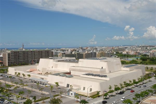沖縄のグスクをイメージして建てられた沖縄県立博物館・美術館