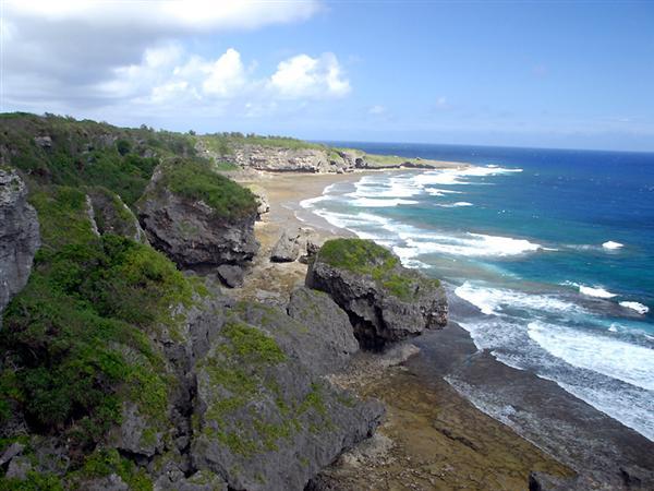 本島最南端、喜屋武岬からの眺望(写真提供/糸満市観光協会)
