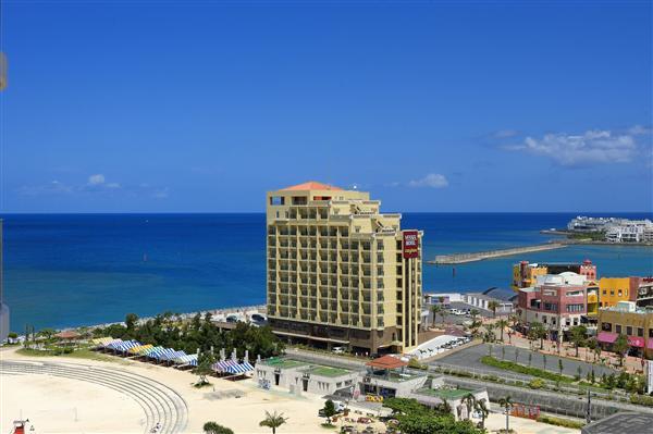 ベッセルホテルカンパーナ沖縄の外観