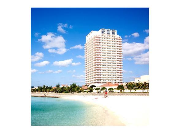 ザ・ビーチタワー沖縄の外観