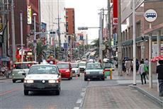 国際通り(牧志方面から久茂地方面を臨む)の渋滞は慢性的