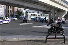 特に都市部の那覇市周辺では、どこもバイクの交通量は多い
