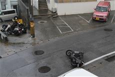 台風の際は、道路上にはさまざまなものが散乱する