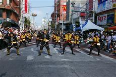 トランジットモールでは、8月の一万人のエイサー踊り隊