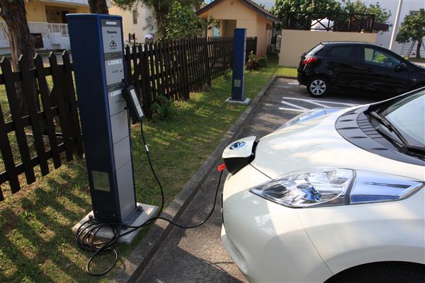 無料の充電スポットもあり、ガソリンよりも安上がり